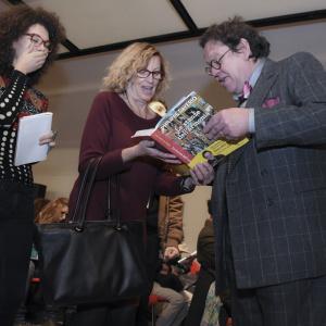 Philippe Daverio autografa il suo libro - ph. Alessandra Lanza