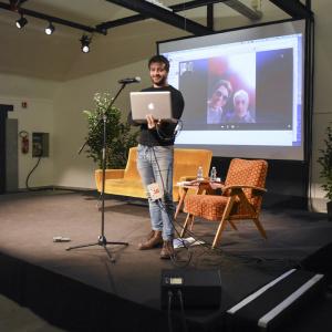 Emilio Casalini e Geppi Cucciari in collagamento skypr - ph. Alessandra Lanza