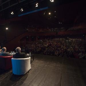 Sala piena al Teatro Carcano - ph. Yuma Martellanz