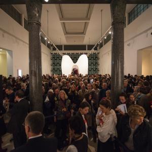 Pubblico per l'inaugurazione della mostra de La lettura - ph. Yuma Martellanz