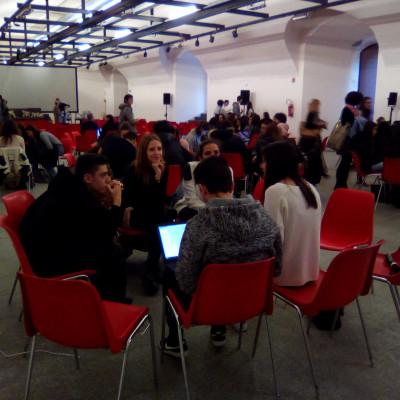 I gruppi di lavoro del progetto Selfie di noi (proposto dal Liceo Parini di Seregno, presso la Sala Viscontea del Castello Sforzesco)