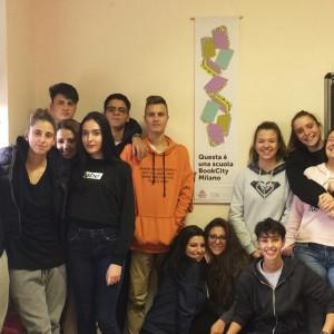 IIS G. Torno - Castano Primo, lo stendardo in classe