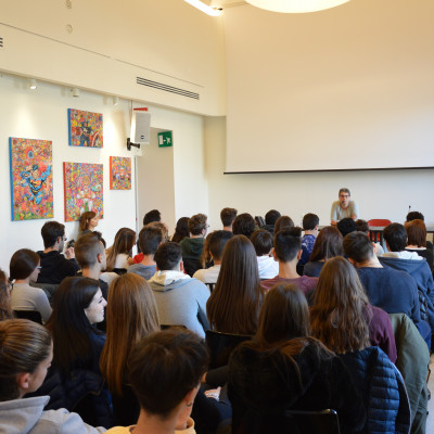 Cristina De Stefano per il progetto Vite di donne libere (Rizzoli, presso la Libreria Mondadori Duomo)