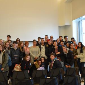 La classe 3E afm dell'IIS G. Torno di Castano Primo con l'autrice Cristina De Stefano